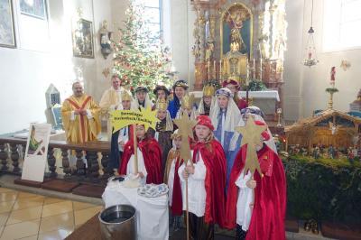 Foto zur Meldung: Sternsinger bei den Gottesdiensten an Hl. Dreikönig