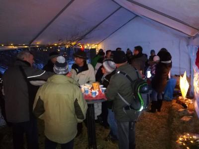 Vorschaubild zur Meldung: Bericht: Weihnachtsbäume und heißer Glühwein/ Kinderpunsch am 10.12.2017 in Rüscheid