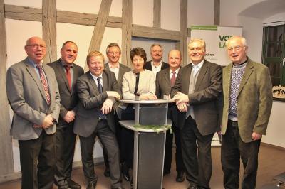 Auf dem Foto von links: Heinrich Kerber (BM a.D. Ellefeld), Jörg Kerber (BM Ellefeld), Marco Siegemund (BM Falkenstein), Gerd Badstübner (BM a.D. Auerbach), Kerstin Schöniger (BMin Rodewisch), Manfred Deckert (OB Auerbach), Johannes Graupner (OB a.D. Auer