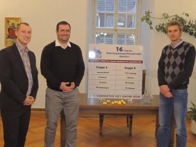 Thomas Müller, Geschäftsführer der Wohnungsbaugesellschaft mbH, Bürgermeister Andreas Nette und der Vorsitzende des VfL Querfurt e.V., Robert Stöhr, (v.l.) freuen sich auf den 16. Cup der Wohnungsbaugesellschaft.