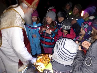 Foto zur Meldung: Besuch vom Nikolaus im Iglbacher Wald