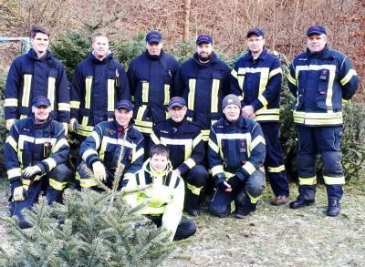 Foto zur Meldung: Das gibt ein großes Feuer – Über 70 Weihnachtsbäume eingesammelt