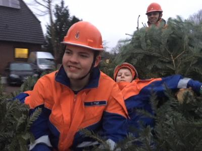 Vorschaubild zur Meldung: Jugendfeuerwehr Aktion Tannenbaumsammeln