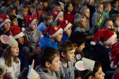 Foto zur Meldung: Adventssingen in der GSA: Eine bunte, fröhliche und vorweihnachtliche Zeit
