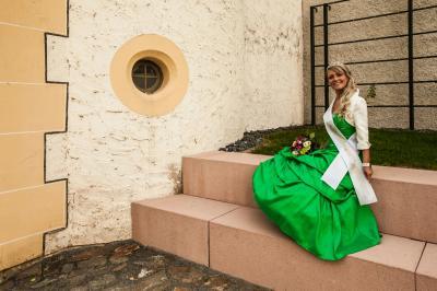 Vorschaubild zur Meldung: Königliche Grüße unserer Birkenkönigin Stephanie II.