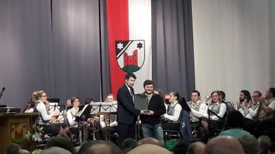 Foto zur Meldung: Ü35-Mannschaft erhält Ehrentafel der Gemeinde Herdwangen-Schönach