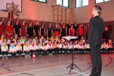 Vorschaubild zur Meldung: Kooperationskonzert des Chor II mit der Geschwister-Scholl-Grundschule