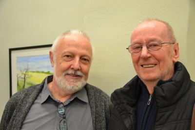 Frank Weber (li.) konnte bei der Vernissage am Sonnabend auch seinen langjährigen Lehrer Werner Grossmann begrüßen.