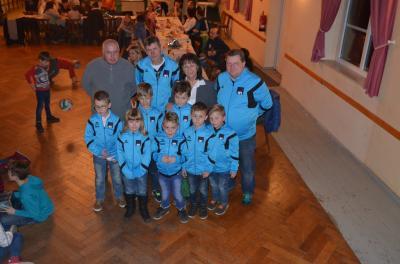 Foto zur Meldung: Neue Anzüge für unsere F- Junioren