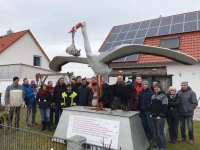 Foto zur Meldung: Der Storch ist bei der Feuerwehr Vierkirchen gelandet