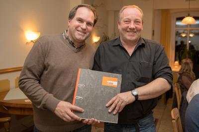 Christian Detlof übergibt an Sönke Siebke - Foto Sönke Ehlers
