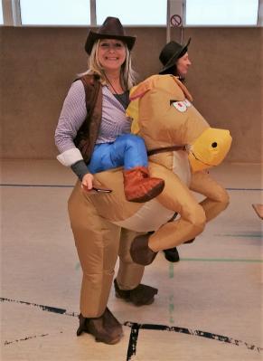 Vorschaubild zur Meldung: Es steht ein Pferd auf dem Flur...