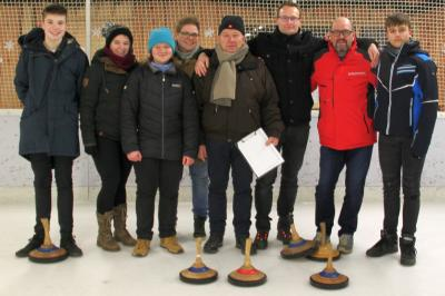 Foto zu Meldung: Laager Volleyballer auf dem Eis