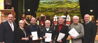 Ehrende und Geehrte v.l.: Markus Meysner, Elisabeth Laudenbach, Torsten Schmitt, Clemens Müller, Johannes Neuwirth, Helmut Sapper und Manfred Helfrich