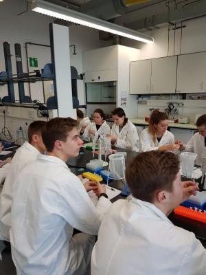 Foto zur Meldung: Für einen Tag ein Laborant sein