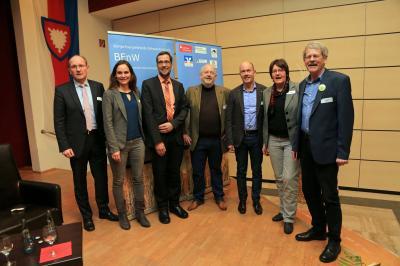 Landrat, Referenten, Moderatorin und Vorstand
