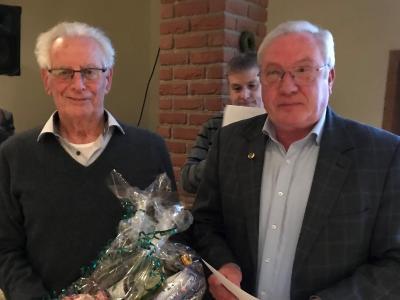 Jochen Ebert (links) ist das erste Ehrenmitglied des Vereins