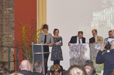 Vorschaubild zur Meldung: Schlosspark Altdöbern jetzt im Europäischen Parkverbund Lausitz