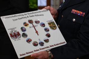 Partnerschafts Uhr als Geschenk des KFV Saale-Schwarza