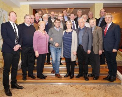Ehemalige Bürgermeisterinnen und Bürgermeister aus MV nach dem Treffen mit dem Leitungsteam des Städte- und Gemeindetages