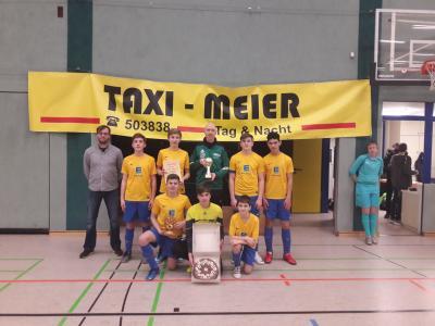 Foto zur Meldung: C- Junioren in der Halle beim TAXI MEIER CUP