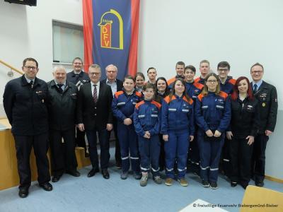 Die geehrten Mitglieder und Betreuer der Jugendfeuerwehr