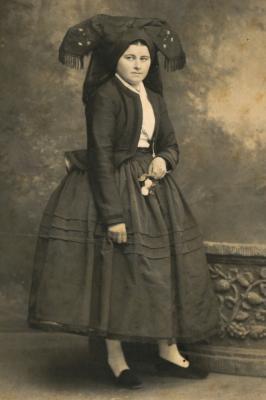 Foto zu Meldung: Prachtvoll – das Lübbenauer Spreewald-Museum zeigt die sorbisch/wendische Trachtenvielfalt um 1900 in historischen Fotografien