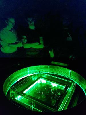 Die Nebelkammer macht Teilchenbahnen sichtbar