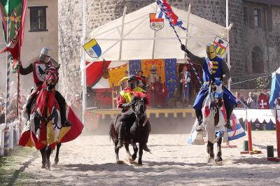 Foto zur Meldung: Großes Osterspektakel - 24. Ritterfestspiele auf der Burg Rabenstein