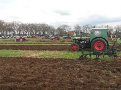 Foto zur Meldung: Kreis-Pflüger-Wettbewerb am 14. April in Kraak auf dem Hof Karp