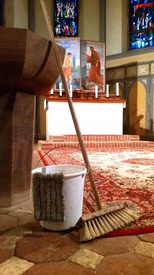 Foto zur Meldung: Frühjahrsputz in der Niemegker Kirche
