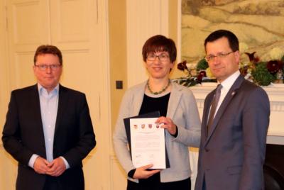 Die Landkreise und Stadt Cottbus wenden sich mit einem Positionspapier zum Schienenpersonennahverkehr an die Landesregierung. Das Papier wurde von Heiko Jahn (Dezernent LK LDS) und Bengt Kanzler (Bürgermeister Vetschau/Spreewald) übergeben.