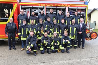 Foto zur Meldung: VG Rheinböllen - Feuerwehranwärter mit Feuereifer beim Grundlehrgang dabei!
