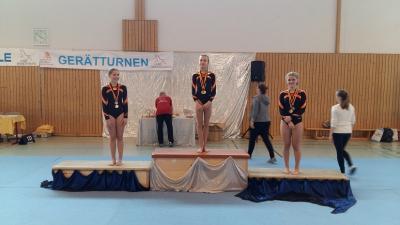 Foto zur Meldung: Gratulation den Landessiegerinnen im Gerätturnen
