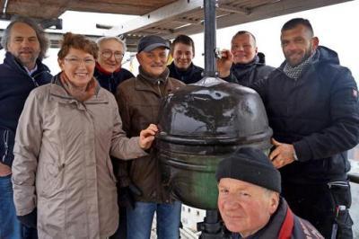 Foto zu Meldung: Kugel mit Zeitdokumenten zurück auf dem Kirchturm