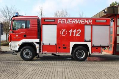 Foto zur Meldung: Fahrzeugeinweihung des TLF 4000