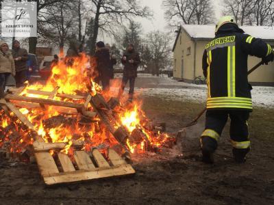 Foto zur Meldung: Osterfeuer in Sülstorf