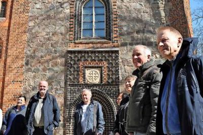 """Vorschaubild zur Meldung: MAZ berichtet: """"Wittstocker Rosenfreunde im Kloster Stift"""""""