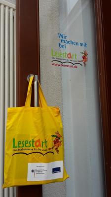 Vorschaubild zur Meldung: Kinderbibliothek verschenkt Lesestart-Sets an Dreijährige!