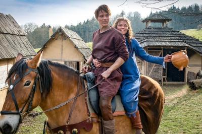 """Vorschaubild zur Meldung: MDR und ZDF drehen Märchenfilm """"Der süße Brei"""" auf der Burg Kriebstein"""