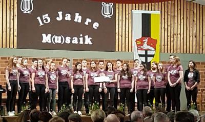 Foto zur Meldung: Jugendchor Cantabile zu Gast bei M(u)saik in Holzkirchhausen