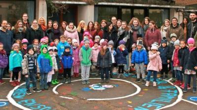 Vorschaubild zur Meldung: Kindergarten  Mit dem Bobbycar am Zebrastreifen