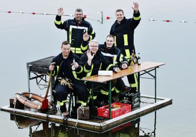 Foto zur Meldung: Schmalenseer definitiv nicht seekrank – Feuerwehr besteht die Cold Water Grill Challenge