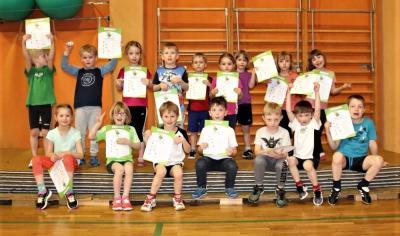 Foto zu Meldung: 16 Kinder mit großem Eifer beim Flizzy-Sportabzeichentag dabei