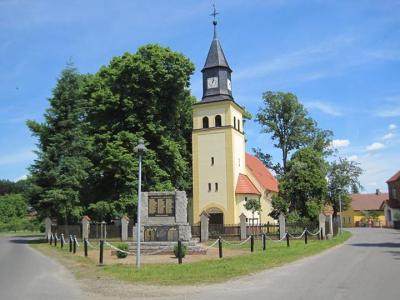 Wormlager Kirche Foto: J. Schubert