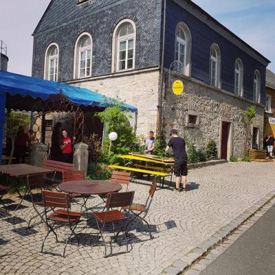 Foto zur Meldung: Zeltaufbau im Poststüberl