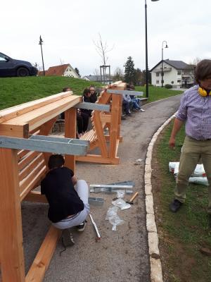 Vorschaubild zur Meldung: Berufsorientiertes Projekt der 7. Klasse: Relaxliegen aus Holz