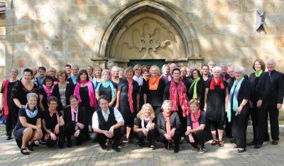 Rhythm & Joy vor der Kirche Apelern