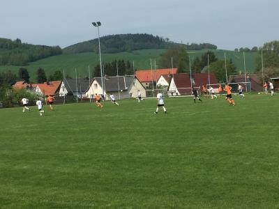 Foto zur Meldung: Männer mit Auswärtssieg, B- und F-Junioren unterliegen in Bertsdorf