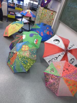 Foto zu Meldung: Regenschirme für den Frieden!?